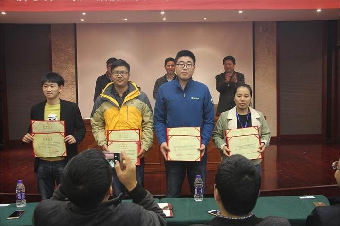 ...朱新力还获得了绍兴市人社局颁发的图片 220142 700x466